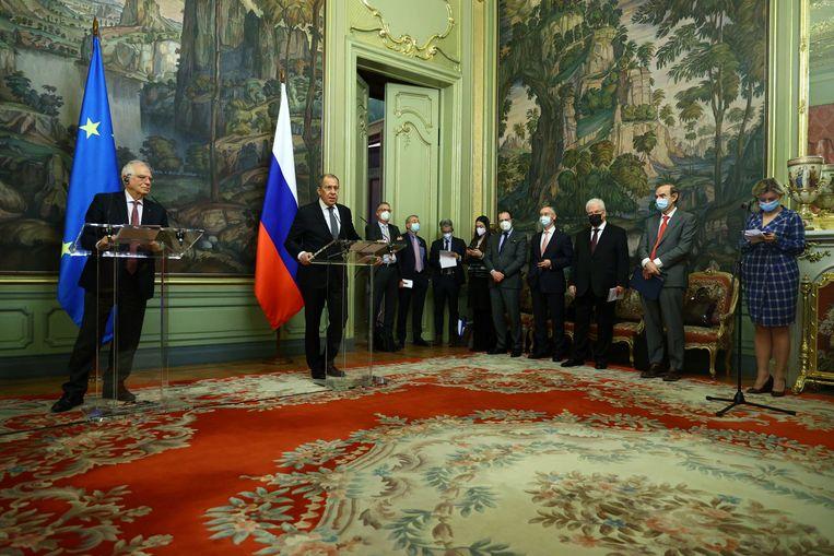 De Russische minister  van buitenlandse zaken Sergej Lavrov en buitenlandcoördinator van de Europese Unie Josep Borrell tijdens de persconferentie in Moskou Beeld REUTERS