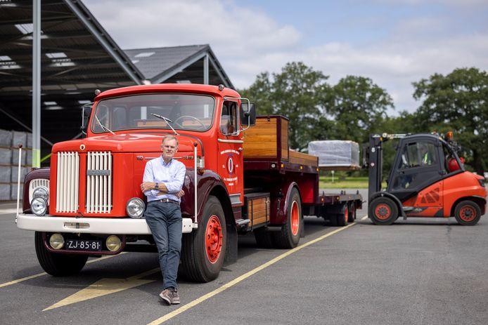 Rijk Wibbelink en zijn klassieke Scania truck de 'ZJ'.
