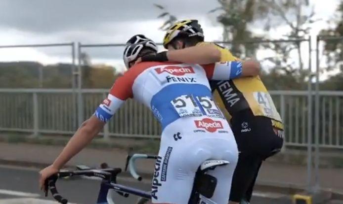 Van Aert en Van der Poel net na de finish.