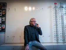 Overvallers stel 150 merkzonnebrillen bij opticien Elst en vluchten in 'lichtkleurige' Renault Captur
