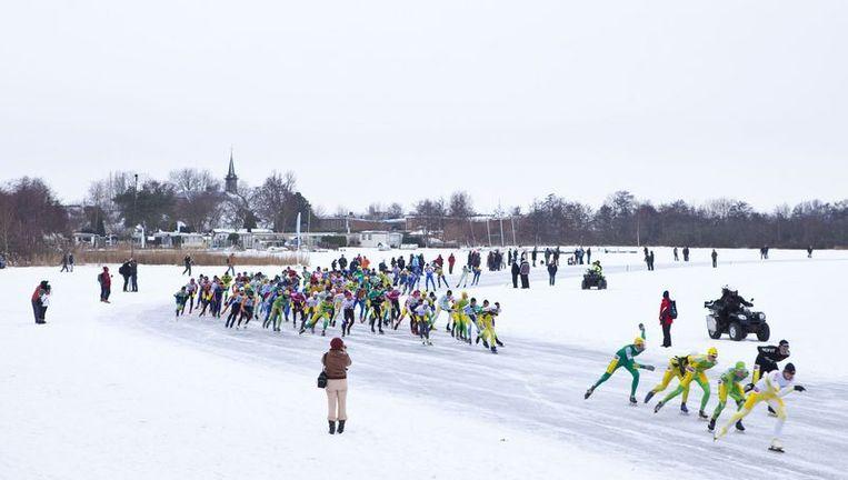De kopgroep maakt zich los van het peloton; Ralf Zwitser rijdt in voorlaatste positie in het groepje, dat uiteindelijk de Haarlemmer niet zou kunnen bijhouden. Foto GPD Beeld