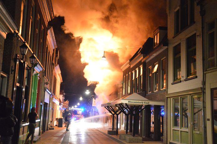 Grote brand aan de Gasthuisstraat in Steenwijk.