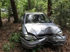 Auto vliegt uit de bocht in Bilthoven: bestuurster raakt gewond