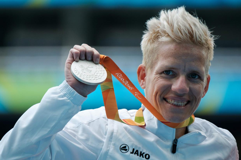 Marieke Vervoort na het behalen van de zilveren medaille op de 400 meter voor vrouwen bij de Paralympische Spelen in Rio in 2016.