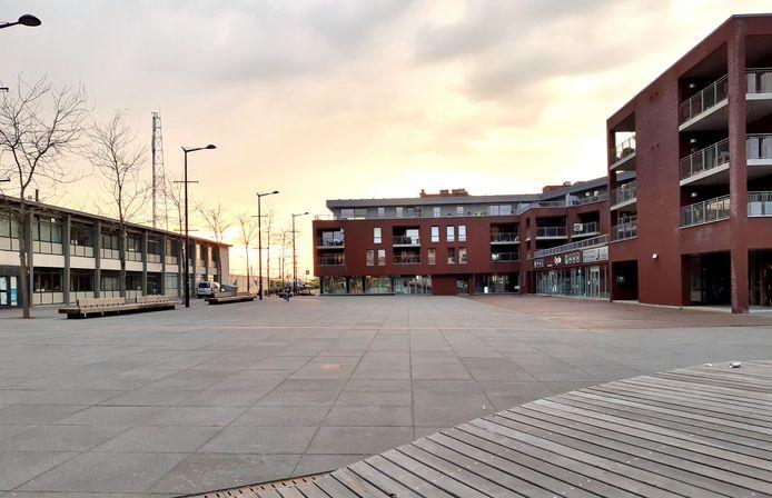Aan het station van Landen staat een grote verzameling 'weesfietsen'.