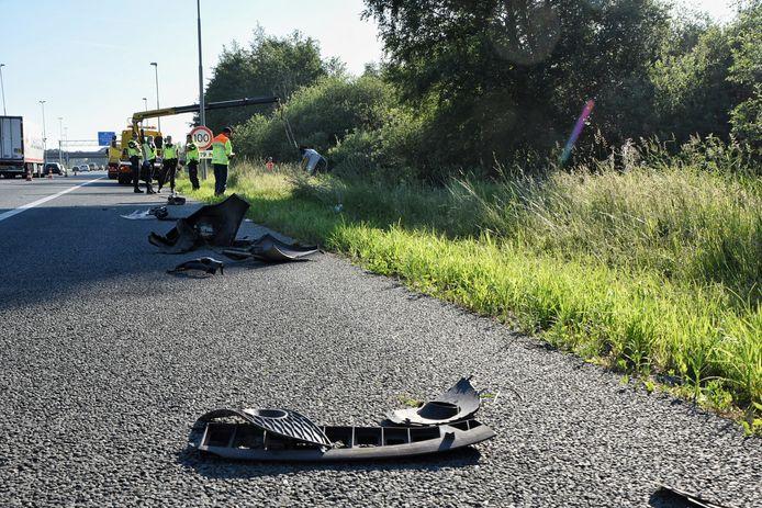 Auto slaat over de kop en komt in sloot terecht op A65 bij Berkel-Enschot.