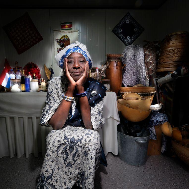 Winti werd nooit ten kwade gebruikt, zelfs niet tegen de slavenhouders, zegt priesteres Marian Markelo. Beeld Mark Kohn