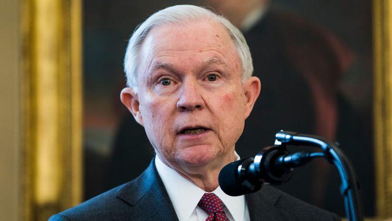 Jeff Sessions nadat vicepresident Mike Pence hem heeft ingezworen als minister van Justitie. Beeld null