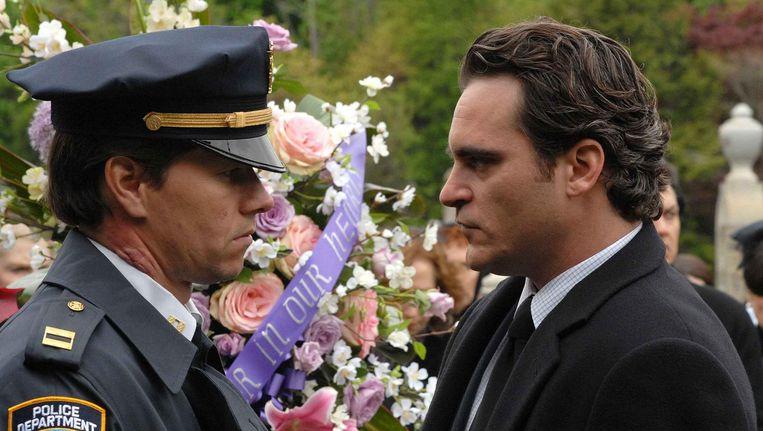 Mark Wahlberg en Joaquin Phoenix in We Own the Night (James Gray, 2007). Beeld