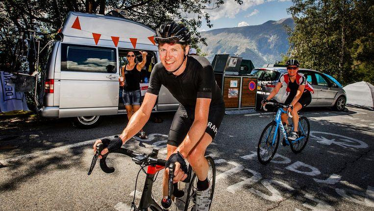 Staatssecretaris Sander Dekker van Onderwijs in de Hollandse bocht 7 op de Alpe d'Huez. Beeld anp