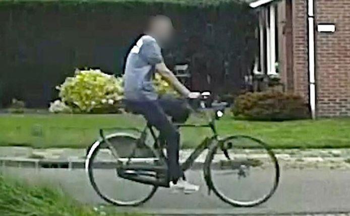 De politie Drenthe is op zoek naar deze man.