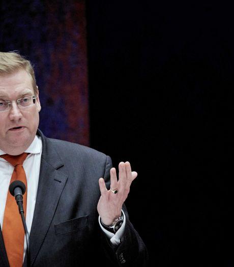 Minister Van der Steur in de knel door terreurdebat