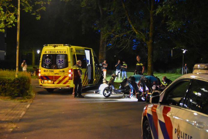 De opzittende van de scooter wordt behandeld in Arnhem.