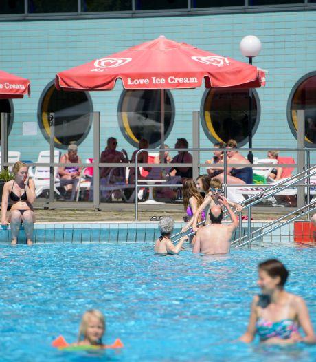 Niet voor koukleumen maar buiten zwemmen mag weer bij het Ottenbad in Eindhoven