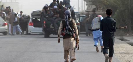 Les talibans contrôlent une ville afghane, une première depuis 2001