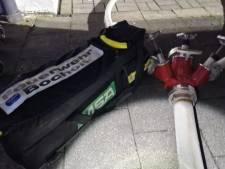 Brandweer hele nacht druk met kelderbrand onder woningen: 100.000 euro schade, geen gewonden