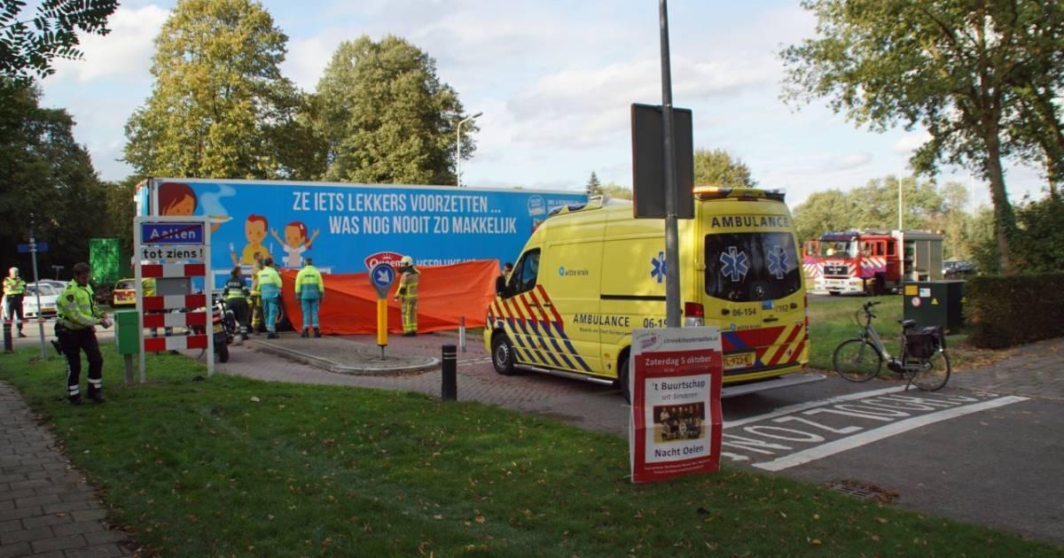 Voetganger overleden na aanrijding met vrachtwagen in Aalten.