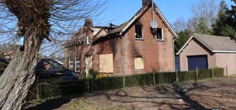 89-jarige vrouw weet brandend huis in Helmond op tijd te verlaten, 'Woning moet gesloopt worden'