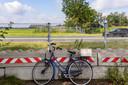 Hier zat vroeger een oversteek. Die is er al jaren niet meer, en dat merkt zorgboerderij, camping en schenkerij Teun's Hoeve. Eigenaresse Sandra zou graag een fiets- en wandeltunnel zien.
