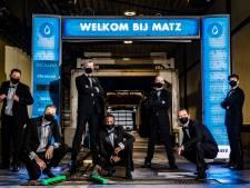 Deventer helden van tv-programma de Wasstraat beleven première alsnog in eigen VIP-room