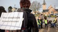 Creatief staken in Limburgse scholen: van zware rugzakken tot wafelenbak