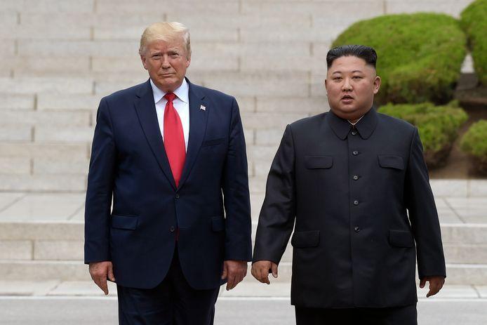 L'ex-président américain Donald Trump et le leader nord-coréen Kim Jong-Un à la frontière de la Corée du Nord, dans la Zone démilitarisée (DMZ), en juin 2019.