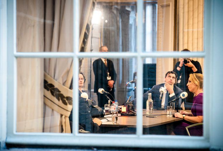Lilian Marijnissen (SP), Thierry Baudet (FvD) en Mark Rutte (VVD) (schouder bij het gordijn) tijdens het Radio 1-debat in de Oude Zaal van de Tweede Kamer. Beeld Freek van den Bergh / de Volkskrant