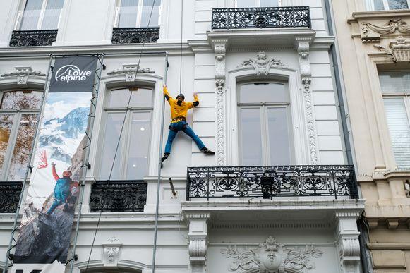 Niels Jespers beklimt K2 winkel in Antwerpen.
