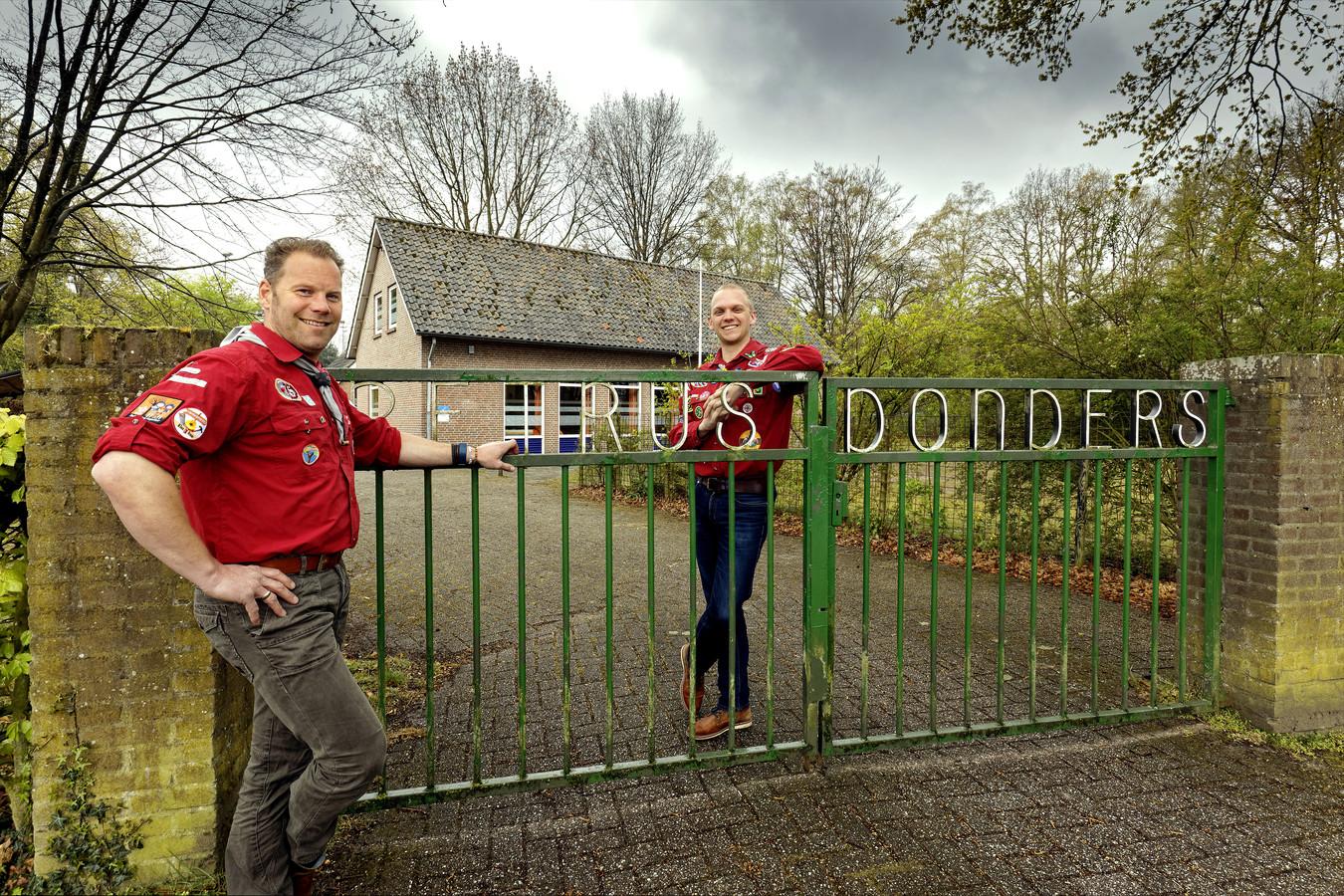 Matthijs de Laat (links) en Bart Gallé van Scouting Petrus Donders in Sint-Michielsgestel.
