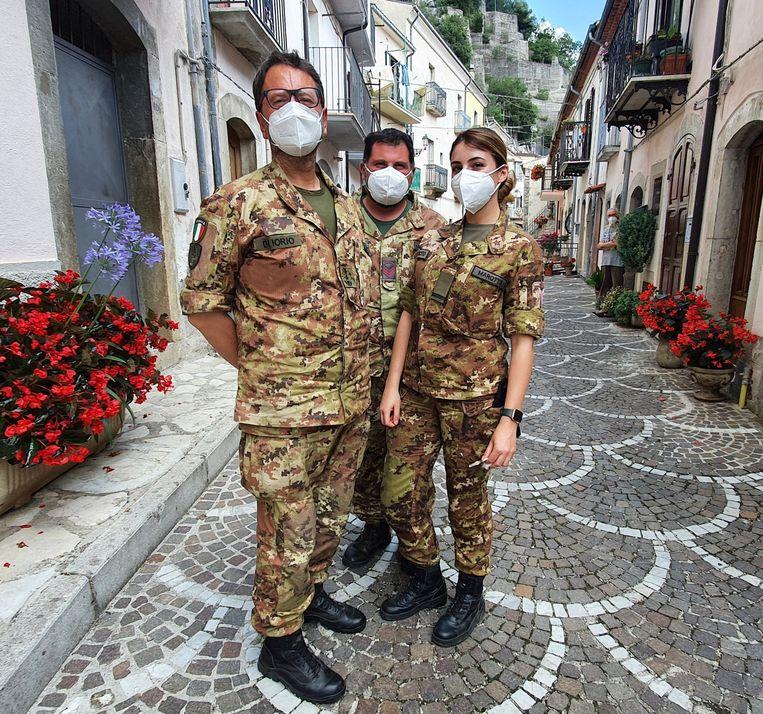 Het mobiele team onder leiding van Costanzo Di Iorio in Pizzone. Beeld Pauline Valkenet