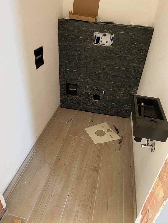 De inbrekers namen ook de toiletten mee.