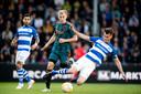 Donny van de Beek van Ajax in duel met Bart Straalman van De Graafschap.