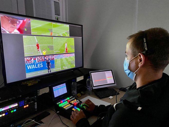 Pim van Meerkerk, slowmotion operator bij het EK-duel Wales-Denemarken in Amsterdam.