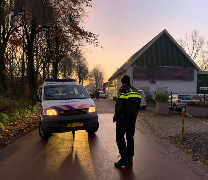 Een arrestatieteam deed vorige week dinsdag een inval in een pand in Orthen om een 18-jarige man aan te houden. Hij zou betrokken zijn geweest bij een groepsverkrachting. De Boschenaar werd maandag in vrijheid gesteld.