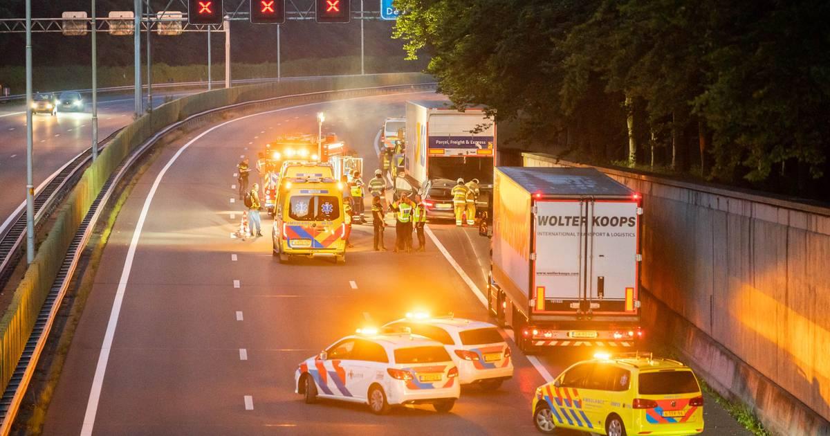 Automobilist overlijdt bij ongeluk op A28 bij De Bilt, snelweg weer vrijgegeven.