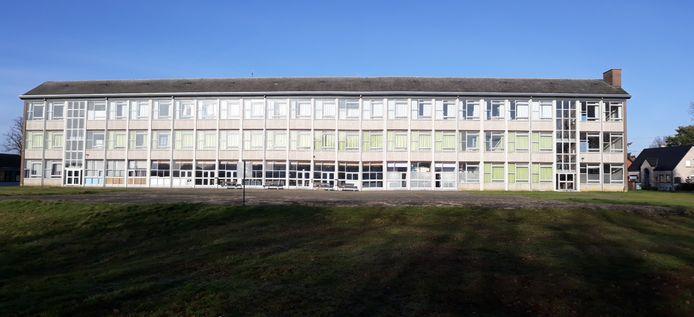 Het hoofdgebouw van de school.