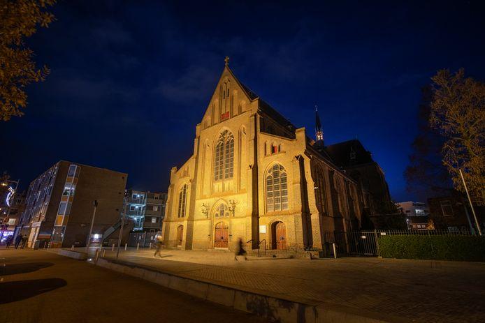Markante gebouwen, zoals de Onze Lieve Vrouwekerk, zou met moderne verlichting fraaier uitgelicht kunnen worden.