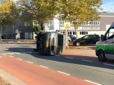 Busjes botsen op elkaar in Nijverdal, bestuurders ongedeerd