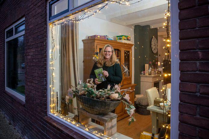 Anne van der Kaaden heeft boek 'Uit de kluwen' geschreven, in dit boek vertelt zij over opgroeien in een onveilige omgeving.