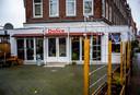 Dolice aan de Beijerlandselaan kwam ongeschonden uit de avondklokrellen, omdat Senay haar restaurant zelf bewaakte.