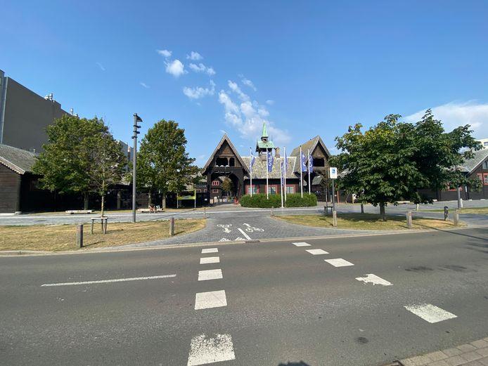 De Koninklijke Stallingen, waar het steekincident gebeurde.