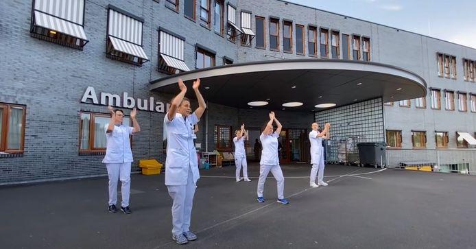 Een videostill van de Jerusalema Challenge van het Deventer Ziekenhuis