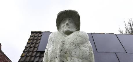 Wat doet een immens beeld van Wilhelmina in Groeningen?