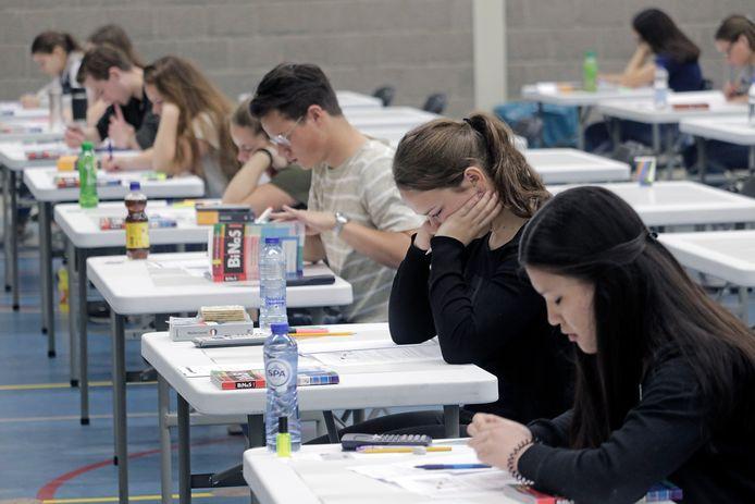Havo leerlingen van het Mondriaan College beginnen in 2018 met hun eindexamen natuurkunde .