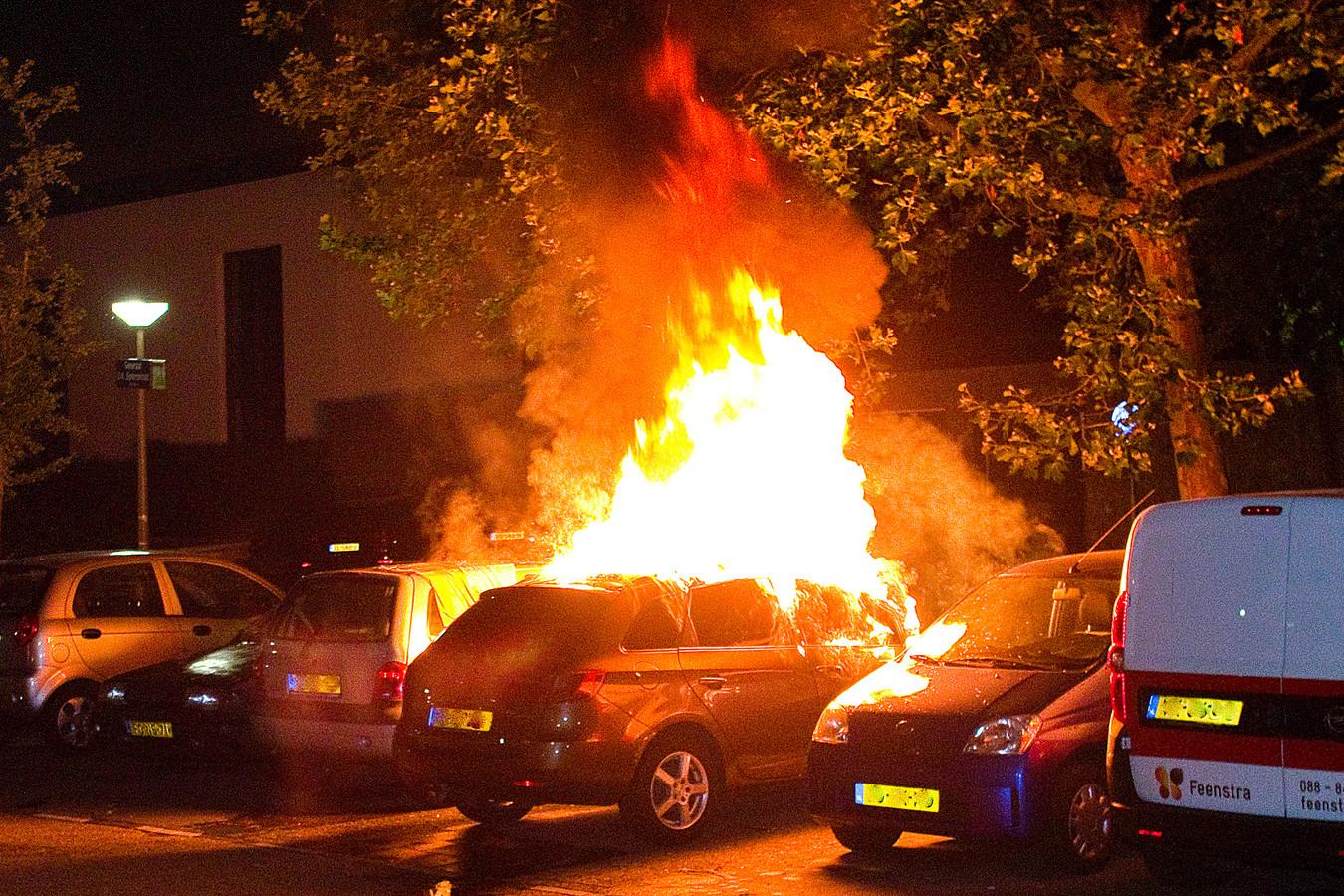In de nacht van vrijdag 26 juli op zaterdag 27 juli ging een auto aan de Generaal S.H. Spoorstraat in vlammen op.