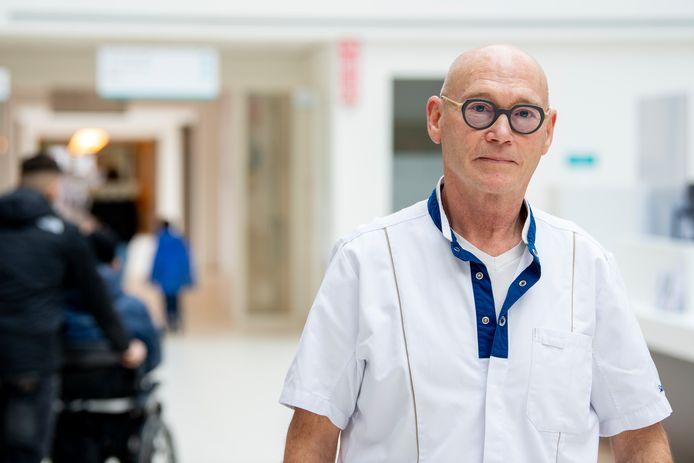 Herman Meijer keerde terug op de werkvloer. Wel even wennen, want tijdens zijn pensionering hebben ze daar een nieuw ziekenhuis gebouwd.