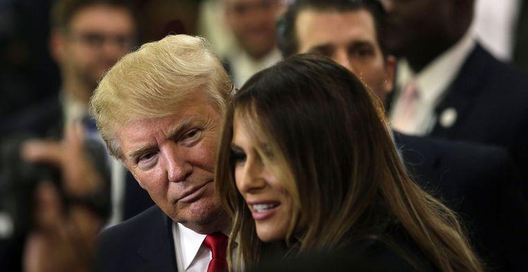 Miljardair Trump en zijn vrouw Melania begin november in Milwaukee, na het Republikeinse debat. In een landelijke opiniepeiling maandag haalde Trump 41 procent. Beeld AFP