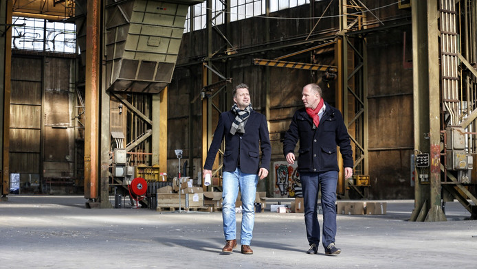 Bob Scherrenberg (rechts) in gesprek met de architect