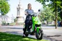 Lotte Postma is enthousiast gebruiker van de deelscooters.