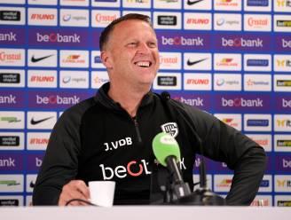 """Genk-coach John van den Brom: """"Ze zijn nerveus in Brugge, dat merk je aan alles"""""""